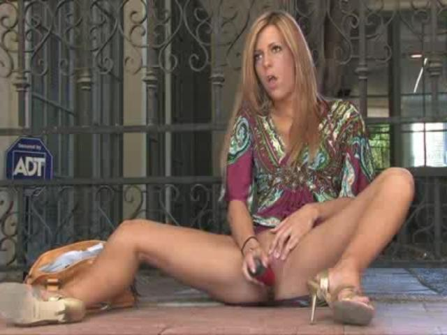 Give me pink loria pleases pussy and uses speculum to squirt 7